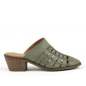 NWT Crevo Woven Leather Block Heel Mule Sz 7.5